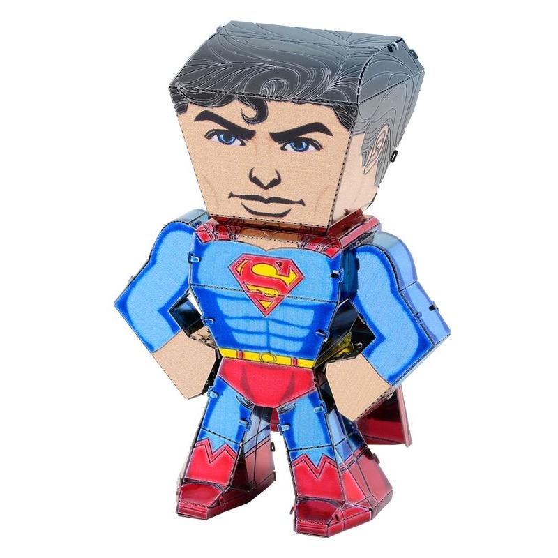 Metal Earth  Legends Superman